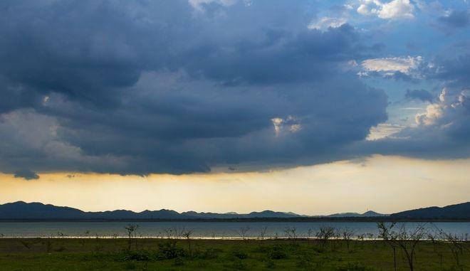 Τοπικές νεφώσεις και σποραδικές βροχές