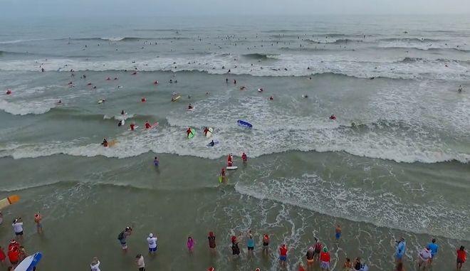 Η θάλασσα γέμισε Αϊ - Βασίληδες για καλό σκοπό