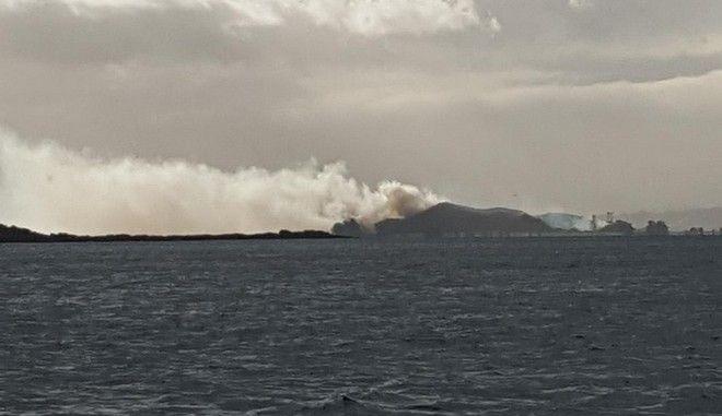 Ήθελε να καλέσει σε βοήθεια και έβαλε φωτιά σ' ένα ολόκληρο νησί