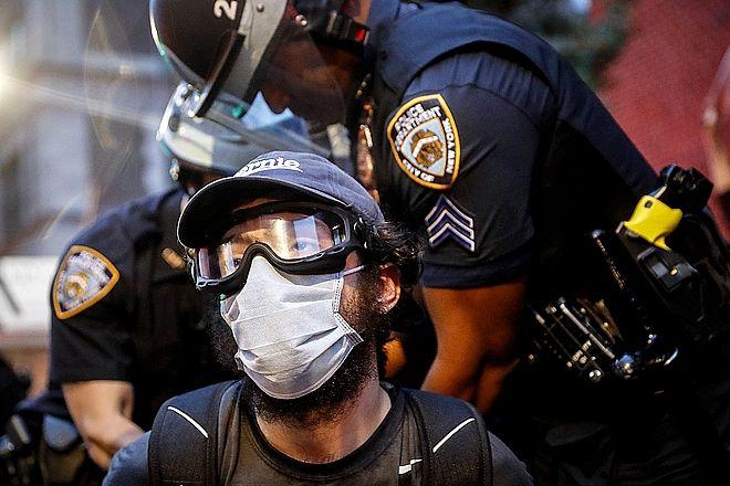 Διαδηλωτής συλλαμβάνεται στη Νέα Υόρκη