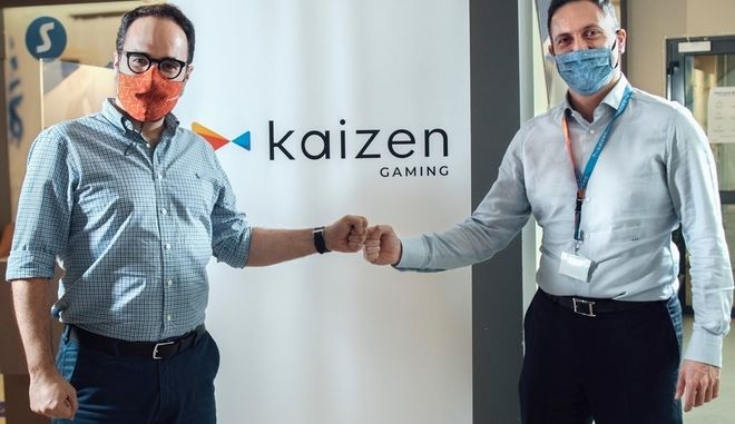 O Γιώργος Δασκαλάκης, CEO της Kaizen Gaming και ο νέος CCO, Julio Iglesias Hernando.