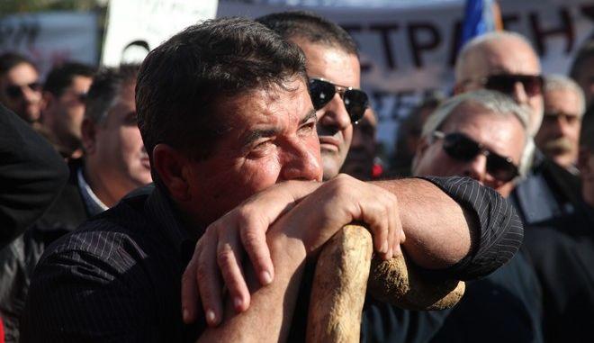 Γεωργοί και κτηνοτρόφοι από όλη την Ελλάδα, διαμαρτύρονται για τον τρόπο φορολόγησής τους, αλλά και τις αλλαγές που επίκεινται στο ασφαλιστικό, στο Σύνταγμα, την Τετάρτη 18 Νοεμβρίου 2015.  (EUROKINISSI/ΑΛΕΞΑΝΔΡΟΣ ΖΩΝΤΑΝΟΣ)
