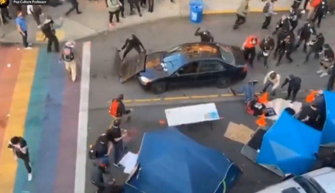 Σιάτλ: Οδηγός επιτίθεται κατά πλήθους διαδηλωτών - Πυροβολεί έναν εξ' αυτών