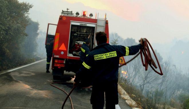 Eπιχείρηση κατάσβεσης φωτιάς στη Σάμο. Φωτογραφία αρχείου.