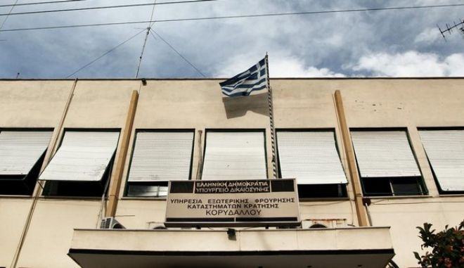Atmosphere  outside the Golden Dawn trial, Athens, on 12 May, 2015 /        , ,  12 , 2015