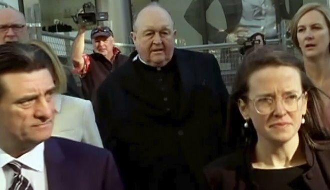 O αρχιεπίσκοπος Philip Wilson, καθ' οδόν για το δικαστήριο του Newcastle, βόρεια του Sydney (Australian Broadcasting Corporation via AP)