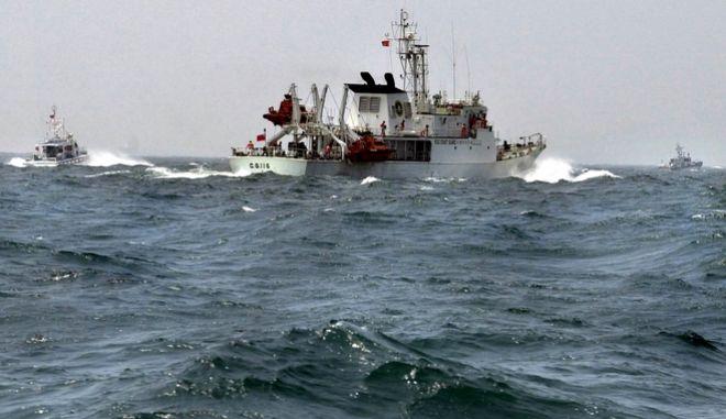 Στο πλοίο επέβαιναν τουλάχιστον 60 άτομα.