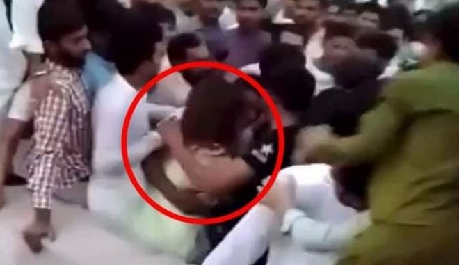 Οργή στο Πακιστάν: 300-400 άνδρες επιτέθηκαν σεξουαλικά σε κοπέλα που τραβούσε βίντεο στο Tik Tok