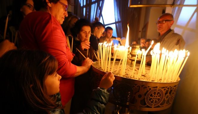 Μεγάλη Εβδομάδα σε εκκλησία των Τιράνων τον Απρίλιο του 2016