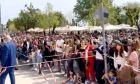 Πάσχα στην Κέρκυρα: Απίστευτος συνωστισμός για το έθιμο των Μπότηδων
