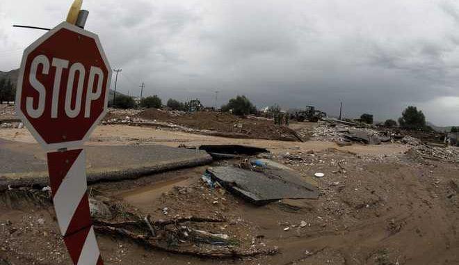 Καταστροφές από τις πλημμύρες στην παλαιά Εθνική Οδό Ελευσίνας - Νέας Περάμου, στην περιοχή της Νέας Περάμου την Πέμπτη 16 Νοεμβρίου 2017.  (EUROKINISSI/ΓΙΩΡΓΟΣ ΚΟΝΤΑΡΙΝΗΣ)