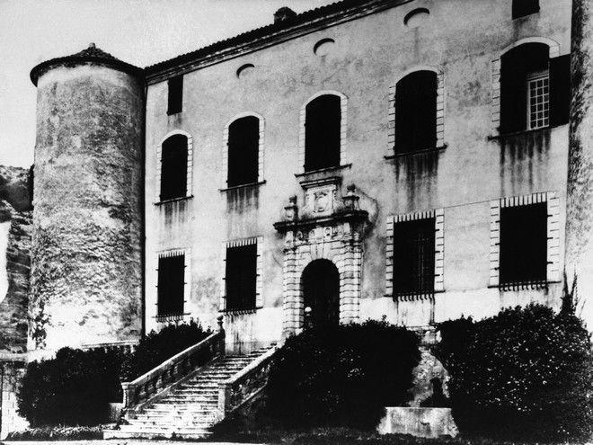 O πύργος που αγόρασε ο Πικάσο, το 1958, όπου πέθανε.