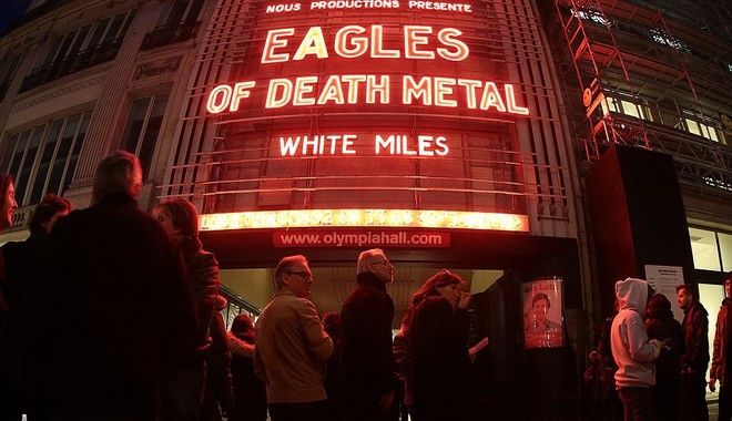 Επιζήσας του Μπατακλάν απαντά στον τραγουδιστή των Eagles Of Death Metal
