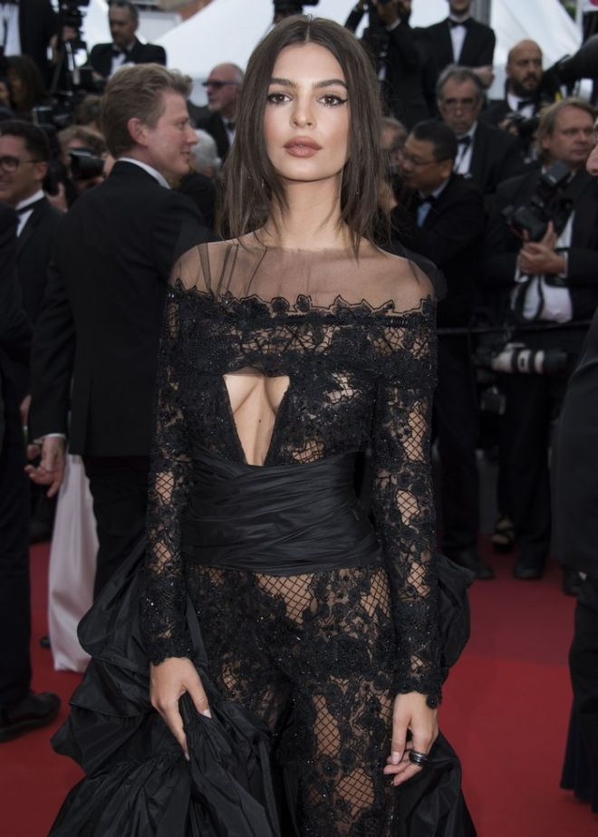 Emily Ratajkowski poses for photographers upon arrival at the screening of the film Loveless at the 70th international film festival, Cannes, southern France, Thursday, May 18, 2017. (Photo by Arthur Mola/Invision/AP)