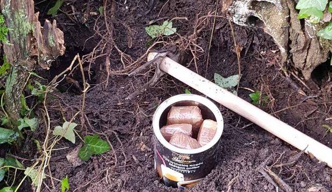 Οι συσκευασίες με ηρωίνη που βρέθηκαν θαμμένες στο χωράφι του 56χρονου στην Κέρκυρα