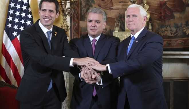 O Γκουαϊδό με τον αντιπρόεδρο των ΗΠΑ και τον πρόεδρο της Κολομβίας