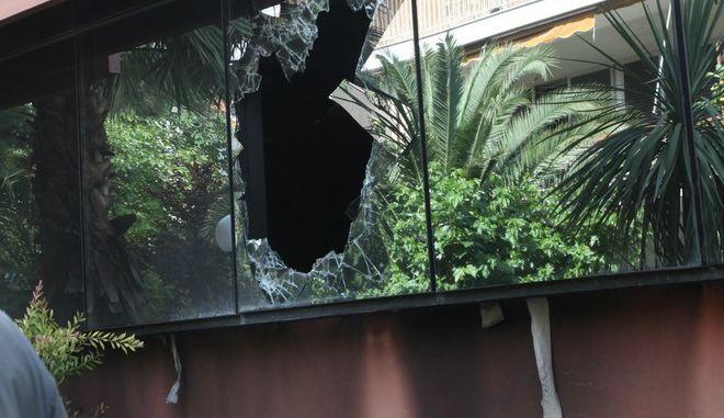 ΑΘΗΝΑ-14-5-2012-Έκρηξη από γκαζάκια σημειώθηκε λίγο μετά τις 3 τα ξημερώματα στην ΔΟΥ Αμαρουσίου, στη συμβολή των οδών Πλαταιών και Αγίου Κωνσταντίνου. Κατά την έκρηξη εκδηλώθηκε πυρκαγιά, η οποία προκάλεσε  υλικές ζημιές.(EUROKINISSI-ΓΙΑΝΝΗΣ ΠΑΝΑΓΟΠΟΥΛΟΣ)