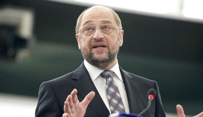 """O Σουλτς πίσω από την αναβολή επίσκεψης των """"δικαστών"""" της τρόικας"""