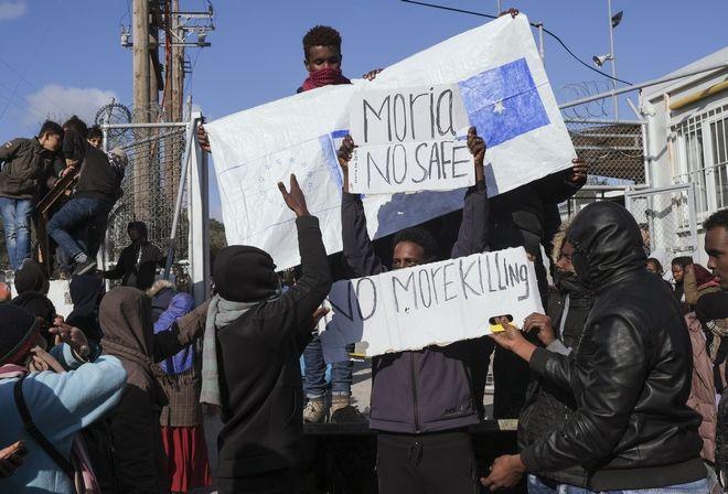 Πρόσφυγες διαδηλώνουν στη Μόρια για τις άθλιες συνθήκες κράτησής τους