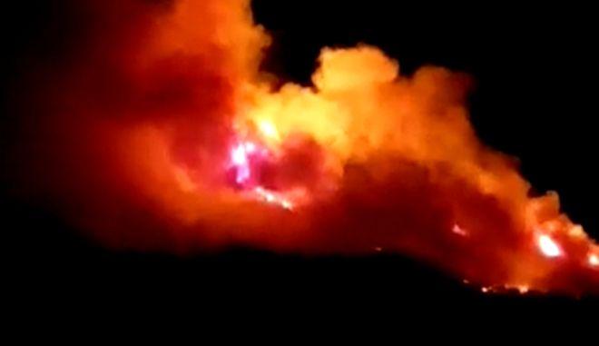 Ικαρία: Εκτός ελέγχου η φωτιά στο Μονοκάμπι - Εκκενώθηκαν προληπτικά οικισμοί