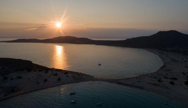 Στιγμιότυπο από την παραλία Σίμου στην Ελαφόνησο