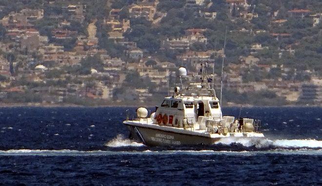 Σκάφος του λιμενικού σώματος