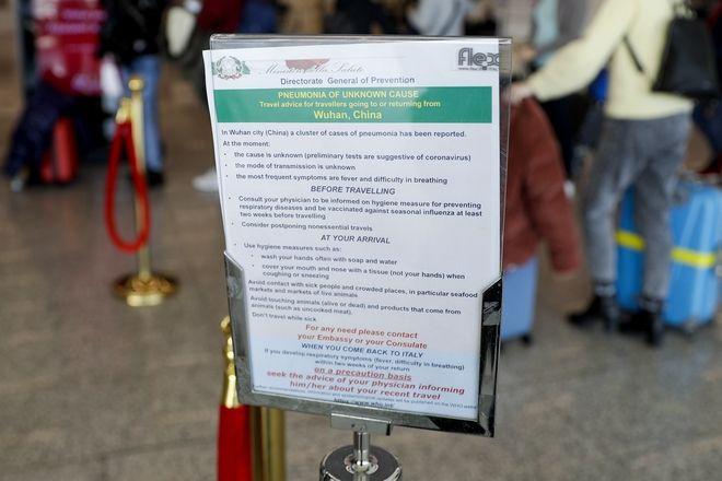Ανακοίνωση στο αεροδρόμιο της Ρώμης με τα μέτρα προφύλαξης που πρέπει να λαμβάνουν όσοι ταξιδεύουν στην Κίνα.