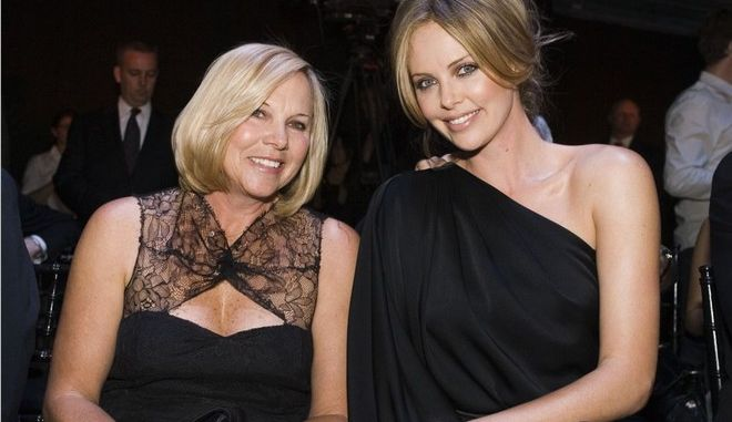 H μητέρα της Charlize Theron της έδωσε μαριχουάνα