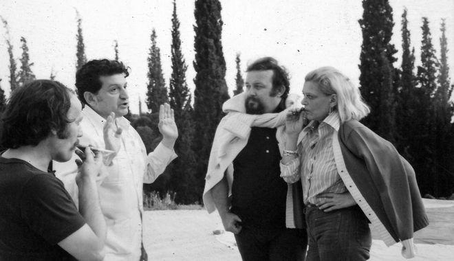 Ο Μίνως Βολανάκης με τον Δ. Παπαμιχαήλ, την Μ.Μερκούρη και τον Π.Παπαϊωάννου στις πρόβες της Μήδειας του 1976, στο θέατρο δάσους της Θεσσαλονίκης, που μόλις είχε ανακαινισθεί