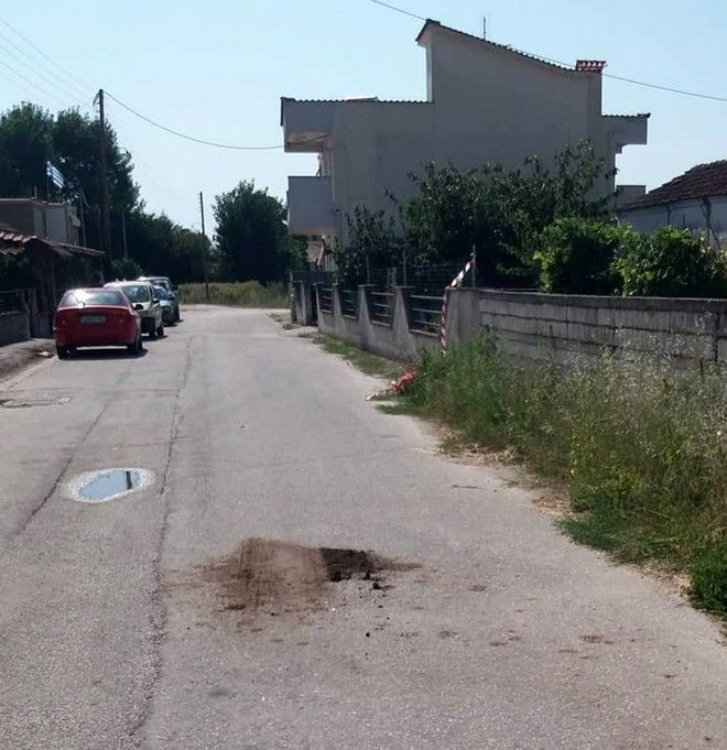 Το σημείο στην Χρυσούπολη Καβάλας όπου 42χρονος κατόπιν διαπληκτισμού με έναν 42χρονο και μία 67χρονη, τους πυροβόλησε με κυνηγετικό όπλο τραυματίζοντάς τους  θανάσιμα