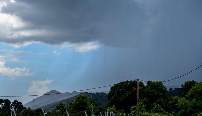 Βροχοκουρτίνα σε περιοχή της Πρέβεζας