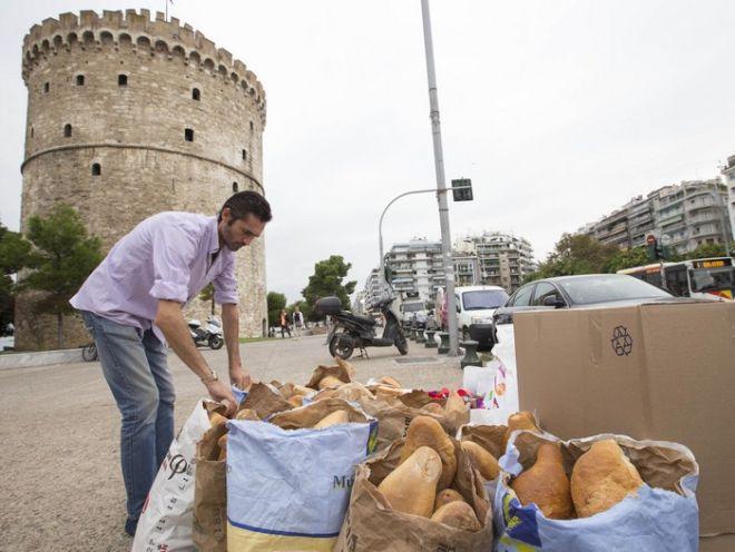 Πάνω από 500 κιλά ψωμί συγκέντρωσαν οι αρτοποιοί για τους πρόσφυγες στην Ειδομενή
