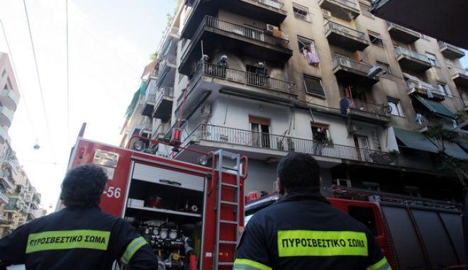 ΑΘΗΝΑ-πυρκαγιά σε διαμέρισμα δευτέρου ορόφου πολυκατοικίας στη συμβολή των οδών Κεφαλληνίας και Αχαρνών.(EUROKINISSI-ΚΩΣΤΑΣ ΚΑΤΩΜΕΡΗΣ)