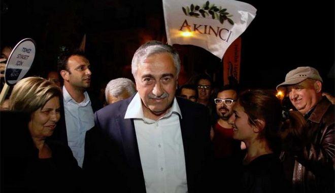 Κύπρος: Εξηγήσεις Ακιντζί για τις εγγυήσεις