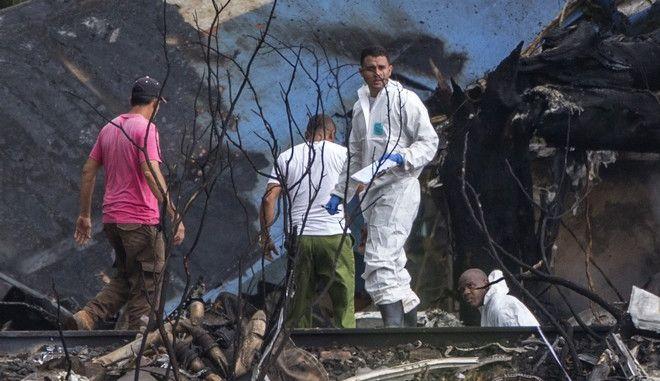 Φωτογραφία από τις έρευνες στα συντρίμμια του Boeing, που συνετρίβη λίγο μετά την απογείωσή του