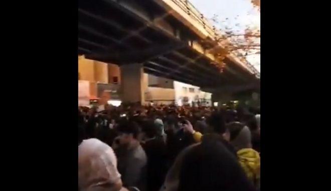 Ιρανοί διαδηλωτές ζητούν την παραίτηση του αγιατολάχ Χαμενεΐ