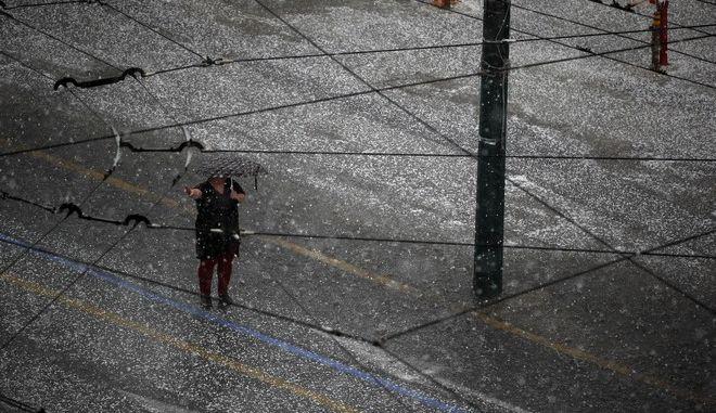 Ισχυρή βροχή στο κέντρο της Αθήνας - Φωτογραφία αρχείου