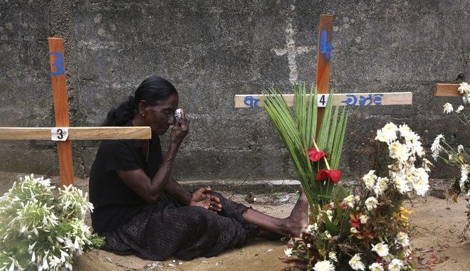 Συγγενής των θυμάτων των βομβιστικών επιθέσεων