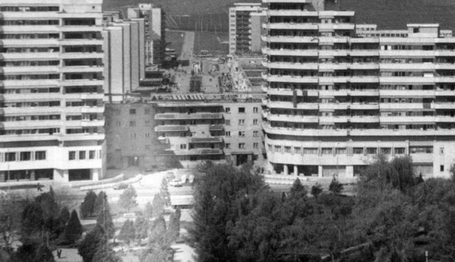 1 - Η απίστευτη μεταφορά κτιρίου 7.600 τόνων στην Ρουμανία πάνω σε ράγες