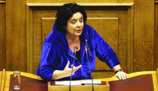 Η Λιάνα Κανέλλη στο βήμα της Βουλής