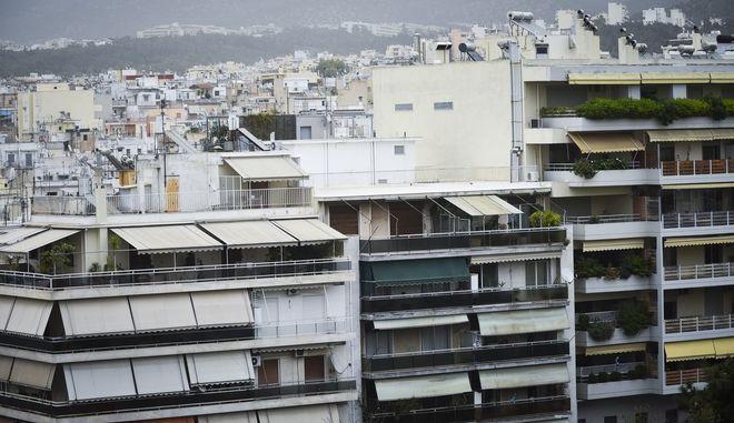 Πρόσοψη πολυκατοικιών στην Αθήνα
