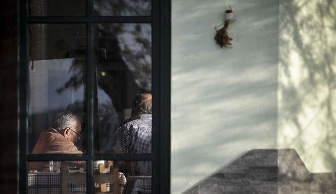 Στιγμιότυπο από καφενείο (Αρχείο)