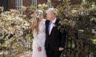 Ο Μπόρις Τζόνσον παντρεύτηκε την επί τετραετίας σύντροφο του, Κάρι Σίμοντς το Σάββατο 29/5, σε καθολική εκκλησία όπου νομότυπα δεν μπορούσε να πάει για να παντρευτεί.