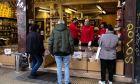 Ουρά σε κατάστημα με καφέ στην Αθήνα, εν μέσω Lockdown