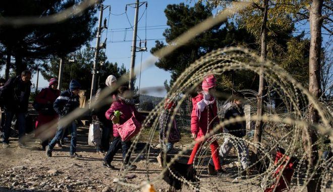 Έτοιμη να ορθώσει συρμάτινο φράχτη στα σύνορα με την Ελλάδα η ΠΓΔΜ