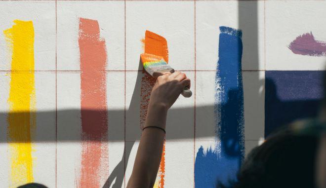 4 απλές & μοντέρνες ιδέες για βάψιμο τοίχου με τεχνοτροπίες