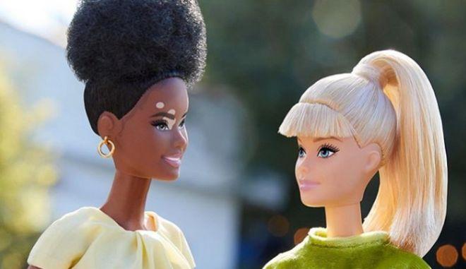 Η νέα κολεξιόν της Barbie λανσάρει κούκλες χωρίς μαλλιά, με λεύκη και προσθετικά μέλη