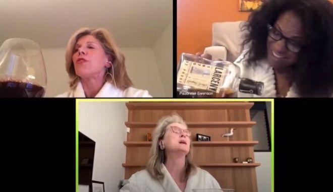 Οι σταρ του Mamma Mia τραγουδούν από τα σπίτια τους