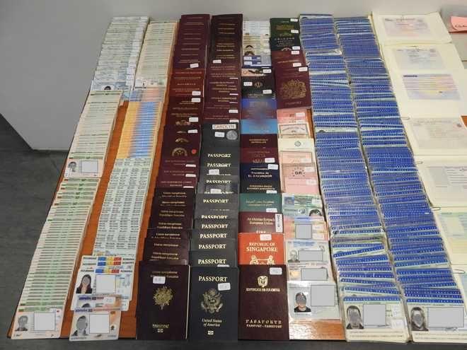 Εξαρθρώθηκε εγκληματική οργάνωση που έκλεβε, παραποιούσε και διακινούσε ταξιδιωτικά έγγραφα