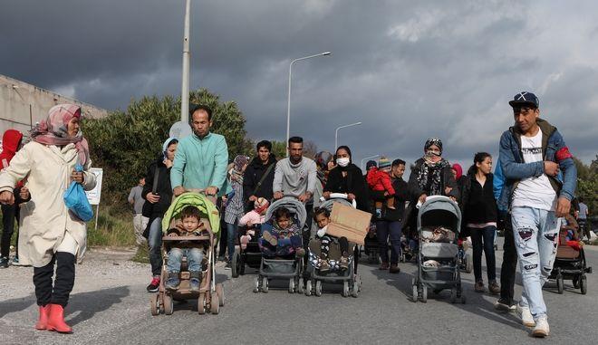 Πρόσφυγες και μετανάστες στη Μόρια.